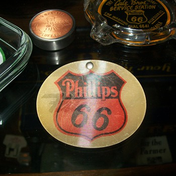 Phillips 66 Flight-Fuel button - Petroliana