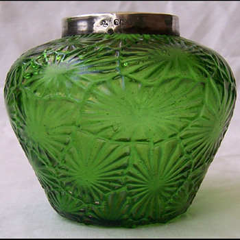 KRALIK LEAF VASE  - Art Glass