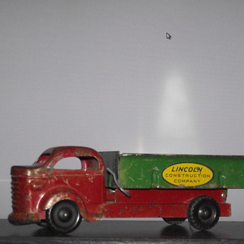 Lincoln Toys Dump Truck . Made in Canada - Model Cars