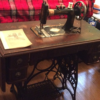 New Home treadle sewing machine - Sewing