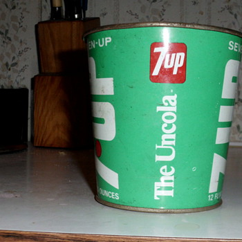 7 UP metal cup? - Advertising