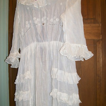 My Grandmothers Dress 1915 . I wore a few years back :-) 