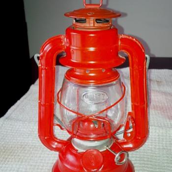 Vintage Red Metal Dietz No 50 Kerosene Lantern Barn Rail-road Hurricane Lamp - Lamps
