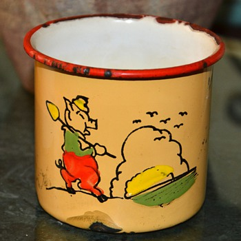 TrEs Enamel Mugs from Mexico with Little Worker Pigs