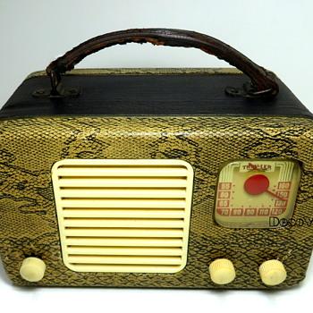 Trav-Ler Tube Radio 1947 Snakeskin - Radios