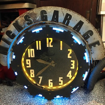 A few of the great neons clocks I've gotten over the summer.