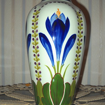 Unknown, yet lovely Pottery Vase - Pottery