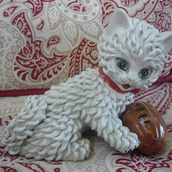 PLAYFUL WHITE POTTERY KITTEN MADE IN ITALY