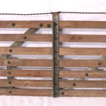 STURDY FARM OR RANCH GATE HINGE - Advertising