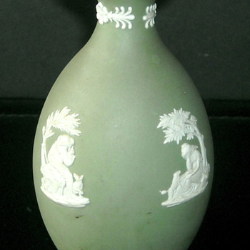 Wedgwood 1886? Green Vase 