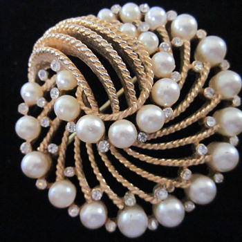 this is my trifari brooch i bought - Costume Jewelry