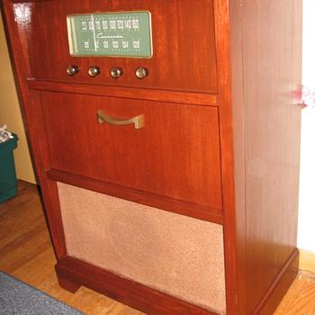 1951 Coronado - Radios
