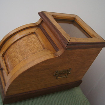 Curious and beautiful box - would love to know what it is!