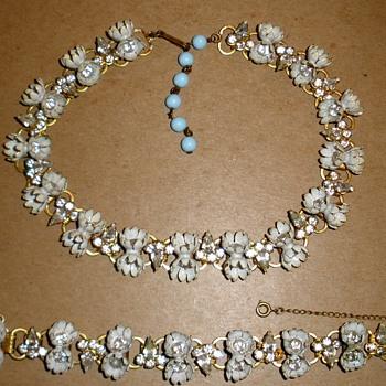 Rhinestone Fleur De Lis & Enamel & Rhinestone Flower Choker & Bracelet - Costume Jewelry