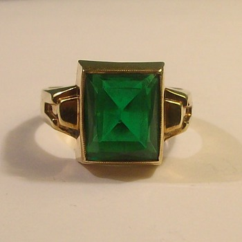 Mans Synthetic Old Emerald Ring in 10k &quot;Cushion Cut&quot; Stone - Fine Jewelry