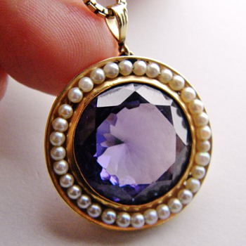 Antique Colour Changing Alexandrite Seed Pearl 15kt Pendant Necklace.