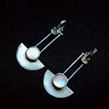 arts & crafts / secessionist look,  pair of silver earrrings.  - Arts and Crafts