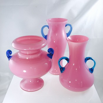 Bella's Kralik Blue UV Reactive Handled Trio of Pink Vases  - Art Glass