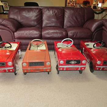 Four Mustang pedal cars - Model Cars