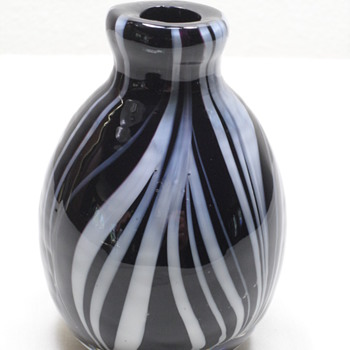 "4"" Black &  White Vase - Murano Feather? - Art Glass"