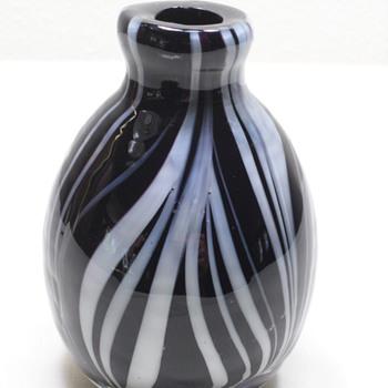 "4"" Black &  White Vase - Murano Feather?"