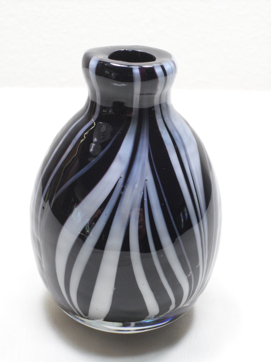 Quot black white vase murano feather collectors weekly