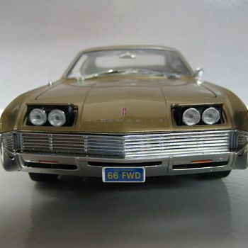 1966 Oldsmobile Toronado Die-cast