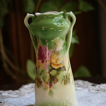 Unmarked vase - China and Dinnerware