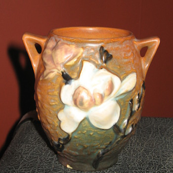 Roseville U.S.A. 86-4 Art Pottery
