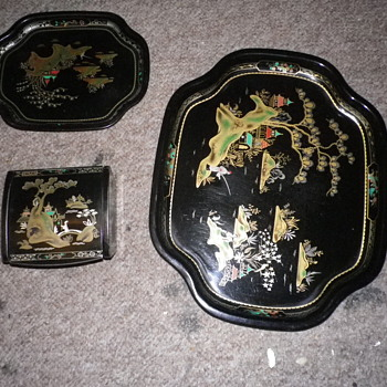 Worcester ware metal trays and lidded pit, with a Japanese or Chinese scene, similar to Lacquer ware in appearance.