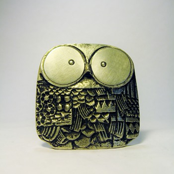 UNKNOWN METAL OWL / CANT READ THE SCRIPT