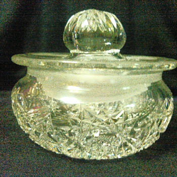 Small crystal dish with lid