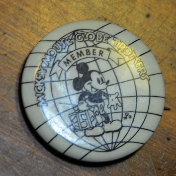 Mickey Mouse Globetrotters Member Pin - Medals Pins and Badges