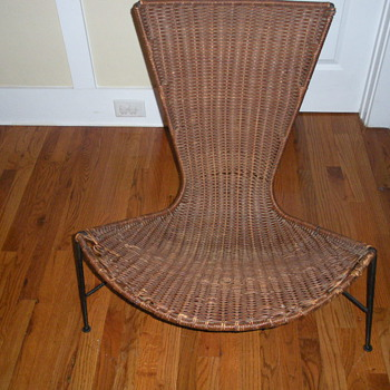 ONE OF MY FAVORITE MID-CENTURY MODERN CHAIR  NO NOTHING ABOUT IT.