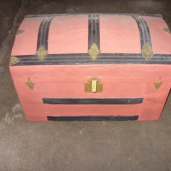 little hump back trunk - Furniture