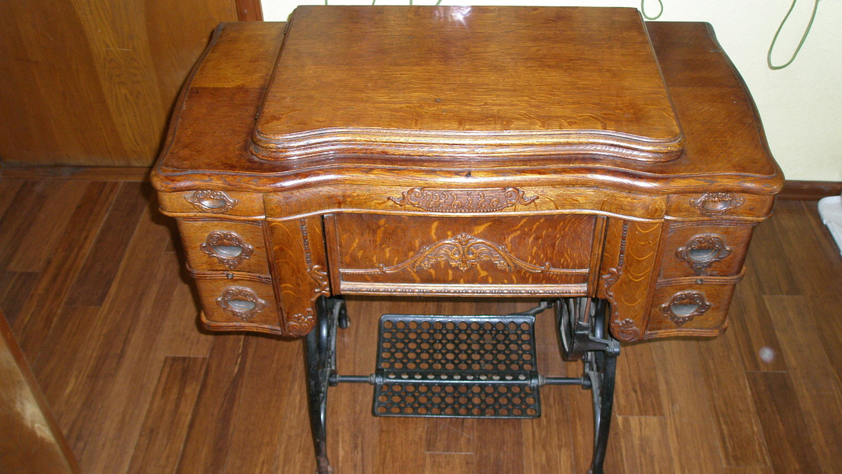 Treadle Sewing Machine Cabinet White Family Rotary Treddle Sewing Machine Collectors Weekly