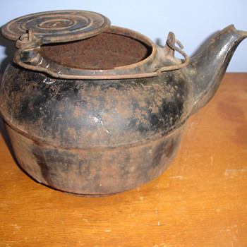 ANTIQUE LARGE IRON KETTLE #6 or 9 - Kitchen
