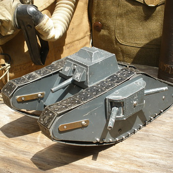Incredible late 1910s WWI Mk IV female tank. Pressed steel, heavy clockwork, and early cast aluminum.  - Military and Wartime