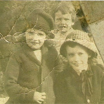 Family photo circa 1914 or thereabout - Photographs