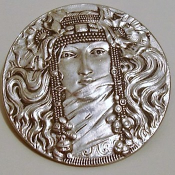 Art Nouveau brooch of a lady - Art Nouveau