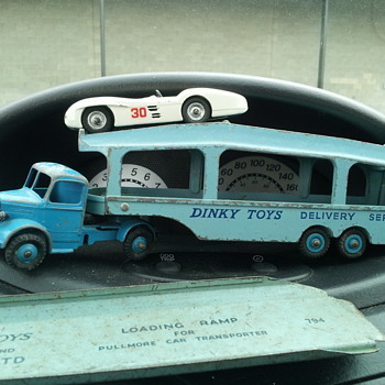 Dinky Toys 582 Bedford Pullmore Transporter with 237 Mercedes - Model Cars