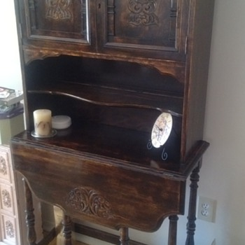 SECRETARY HUTCH DROP LEAF FRONT FOLD OUT LEGS FACIAL INLAY ON DOORS NO INFO WOULD LOVE SOME HELP