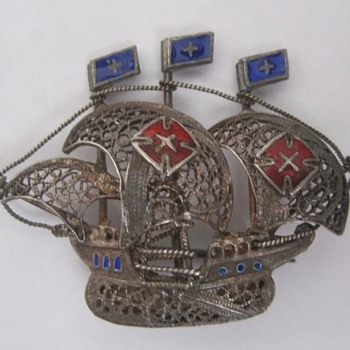 Ship brooch - Costume Jewelry