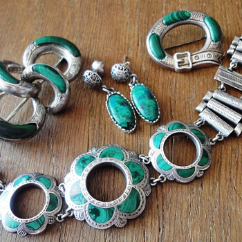 ANTIQUE SCOTTISH SILVER MALACHITE JUWELRY   - Fine Jewelry