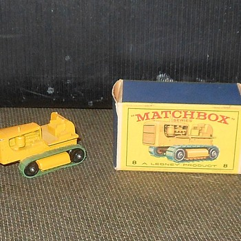 Matchbox Monday Madness MB-8 Caterpillar Tractor - Model Cars