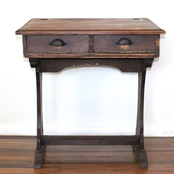 CEDAR ANTIQUE SCHOOL / WRITING DESK - Furniture
