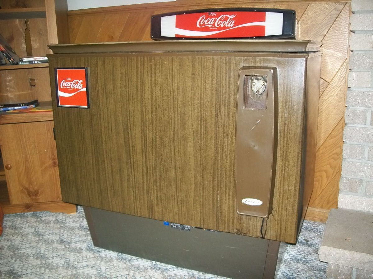 2 old coke machines : Collectors Weekly