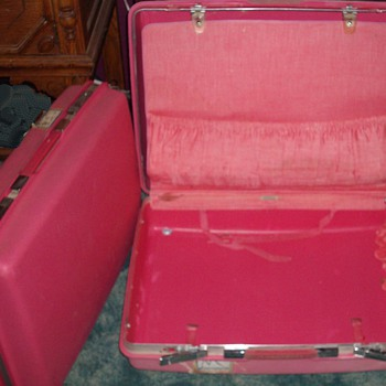 Samsonite Saturn Hot Pink Luggage:)