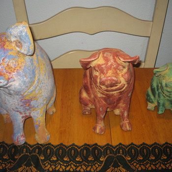 SET OF OLD PIGGY BANKS