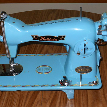 Baldwin Deluxe Sewing Machine - Sewing